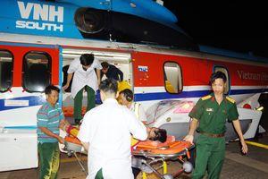 Tích cực điều trị ngư dân gặp nạn chuyển từ đảo Sơn Ca vào đất liền