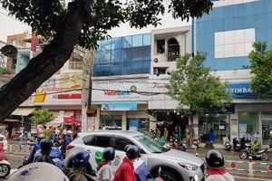 Bắt kẻ nghi ngáo đá cướp tiền ở ngân hàng quận Tân Phú