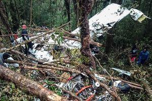 Indonesia: Tìm thấy xác máy bay rơi, 8 người chết