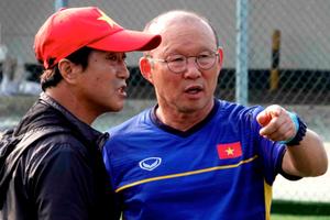HLV Park than phiền về sân tập và muốn Việt Nam đánh bại Pakistan