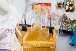 'Cúng cô hồn' bằng siêu xe dát vàng, biệt thự 'khủng', quần áo thời trang hàng hiệu