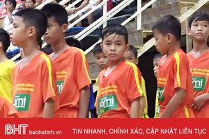 Cầu thủ nhí Hà Tĩnh trúng tuyển lò đào tạo của cựu danh thủ Văn Sỹ Hùng