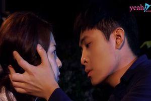 Gin Tuấn Kiệt bất ngờ hôn 'đắm đuối' Tam Triều Dâng khiến cô không kịp 'trở tay'