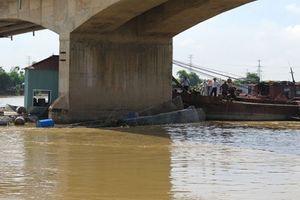 Hai tàu va chạm trên sông Kinh Thầy, một tàu đắm tại chỗ