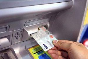 Trộm thẻ tín dụng của bạn, rút 300 triệu đồng