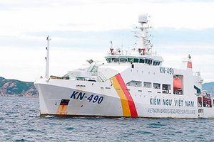 Đưa 6 ngư dân lâm nạn ở vùng biển Trường Sa về đến Quân cảng Cam Ranh
