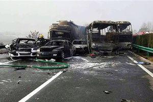 Tai nạn trên đường cao tốc Trung Quốc làm 12 người thương vong