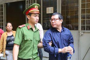 TP Hồ Chí Minh: Hoãn xử vụ bán logo cho xe vượt trạm vì… vắng mặt luật sư!