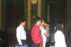 Bị cáo nhận tội không kêu oan, LS từ chối bào chữa