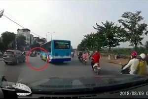 Vụ xe buýt quay đầu, hất văng người đi xe máy: Xí nghiệp xe buýt Hà Nội lên tiếng