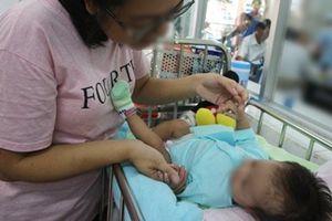Bé gái 2 tháng tuổi bị rò khí quản vào đường mật hiếm gặp đầu tiên tại Việt Nam