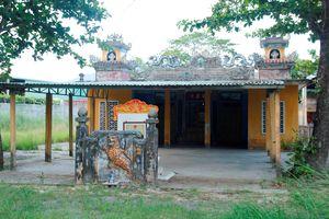 Đình làng kỳ sự: Kỳ bí ngôi mộ hình yên ngựa ở đình cổ nhất Đà thành