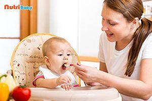 Khi nào nên cho bé ăn dặm và những lưu ý mẹ cần 'thuộc làu'