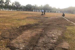Olympic Việt Nam tập sân ruộng: BTC chối bay trách nhiệm, CĐV 2 nước khẩu chiến dữ dội