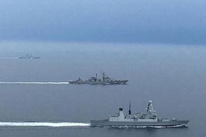 Hé lộ lý do tàu chiến Nga, Anh liên tiếp 'đụng độ'