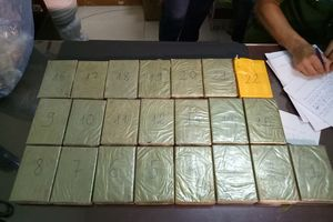 'Nữ quái' vận chuyển thuê 22 bánh heroin với tiền công 50 triệu đồng