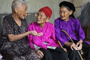Ba chị em gái trên 100 tuổi ở Nghệ An