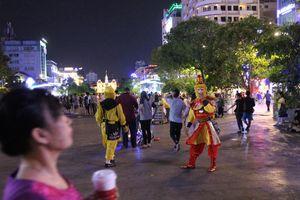 Cấm xe tại phố đi bộ Nguyễn Huệ trong 2 đêm