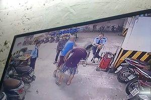 Hà Nội: Bảo vệ chung cư đánh 'vỡ đầu' cư dân vì dám thắc mắc… mất xăng