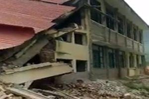 Thanh Hóa: Trường học đang sửa chữa bỗng nhiên đổ sập