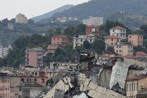 Clip: Khoảnh khắc cầu Morandi ở Genoa, Ý sụp đổ giữa bão dữ