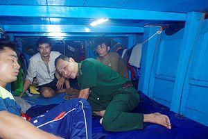 Cứu thành công 3 ngư dân gặp nạn trên đường tránh bão số 4