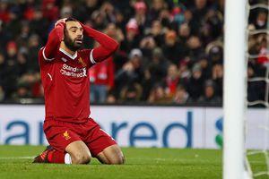 Sao Liverpool Mohamed Salah vừa lái xe vừa dùng smartphone gây tranh cãi
