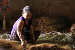 Gần 90% lao động ở làng chiếu nghìn tuổi là nữ