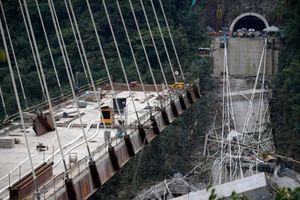 Khung cảnh như ngày tận thế sau vụ sập cầu cao tốc ở Italy