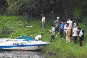 Thi thể trên sông Hương