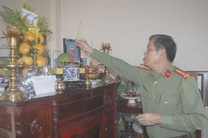 Giám đốc CATP Đà Nẵng thăm thân nhân lãnh đạo công an qua các thời kỳ