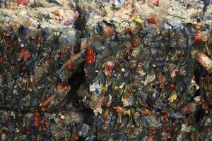 Pháp: Hình phạt đối với nhựa không tái chế