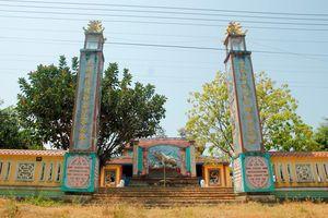 Đình làng kỳ sự: Độc đáo cặp câu đối được Phan Khôi chỉnh sửa