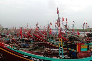 Bão số 4 áp sát gần bờ, Nghệ An khẩn trương cấm biển