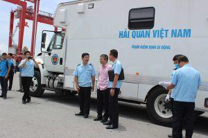 Hải quan kiểm soát hoạt động nhập khẩu phế liệu bằng thiết bị kiểm định hiện đại