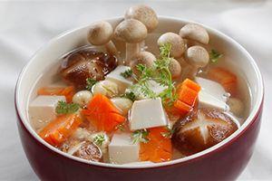 Clip: Cách làm món canh nấm hạt sen chay bổ dưỡng