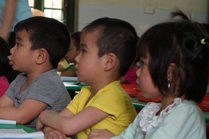 Học sinh tăng chóng mặt nhưng lớp học không 'giãn nở'