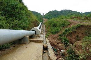Điện Biên: Đất, đá từ công trình thủy lợi Nậm Khẩu Hu vùi lấp ruộng của dân