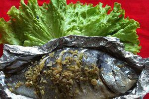 Dùng giấy bạc bọc thực phẩm có độc hại?