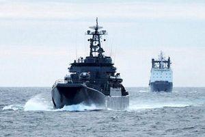 Trực diện 'đáp trả' Anh, Nga phô diễn uy quyền tại Vùng cực