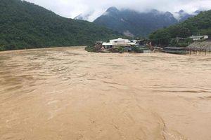 Thanh Hóa: Hoàn lưu bão số 4 kết hợp với xả thủy điện, cả xã bị cô lập