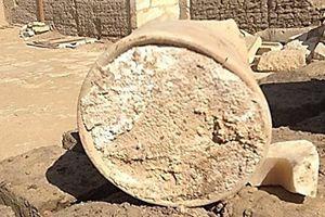 Ngạc nhiên về tuổi thọ miếng pho mát được khai quật từ ngôi mộ Ai Cập cổ đại