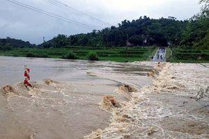 Thanh Hóa: Một người chết, nhiều tuyến đường bị chia cắt do mưa lũ
