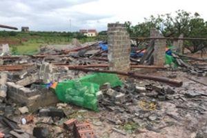 Lốc xoáy tàn phá 16 ngôi nhà ở Hải Dương