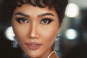 Hoa hậu H'Hen Niê trang điểm lạ lẫm sau lần để tóc dài đi sự kiện