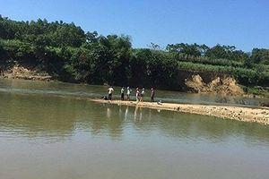 Hà Nội: Hoảng hồn phát hiện hai phần thi thể người trên sông