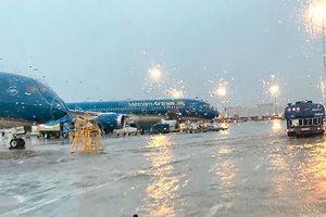 Ảnh hưởng bão số 4, nhiều chuyến bay bị hủy, hoãn