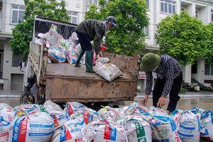Cư dân 'biệt thự triệu đô' Hà Nội hối hả trước cơn bão số 4