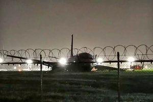 Máy bay Trung Quốc chở 165 người lao khỏi đường băng