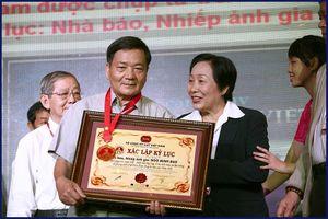 2 cha con người Nghệ cùng là kỷ lục gia về nhiếp ảnh ở Việt Nam